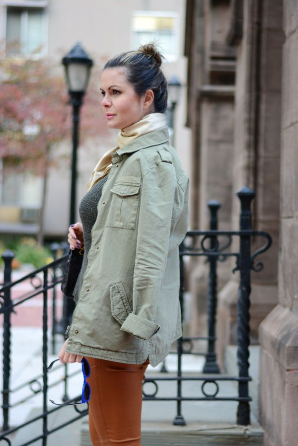 Look urbano com jaqueta militar, street chic military jacket, Earth tones street style and chanel bag, blue illesteva leonard 2
