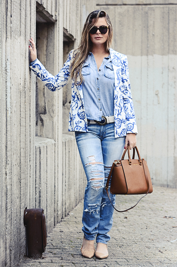 Double denim with porcelain print brazer, tons of blues and neutral, chic on destroyed jeans