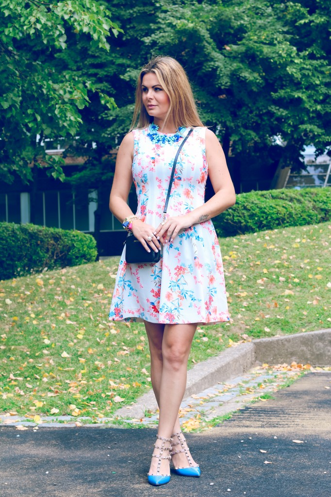 Lady like dress with floral print and valentino shoes