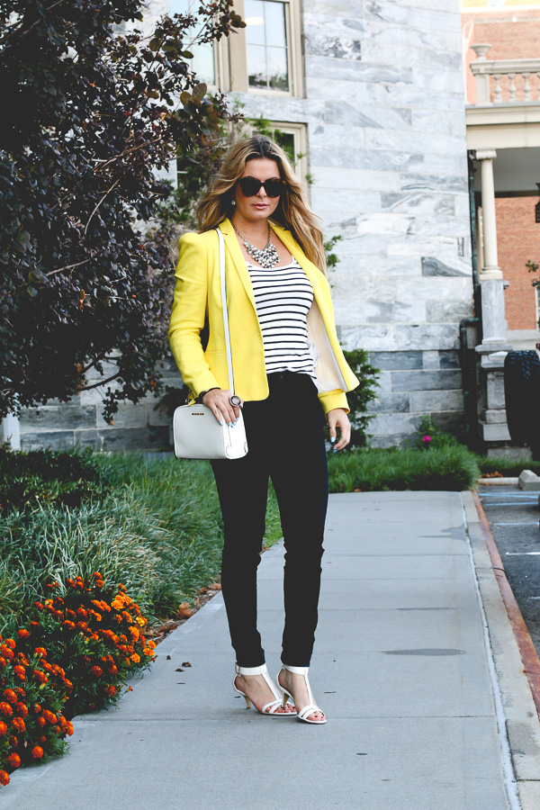 Classic and stylish look with colored blazer