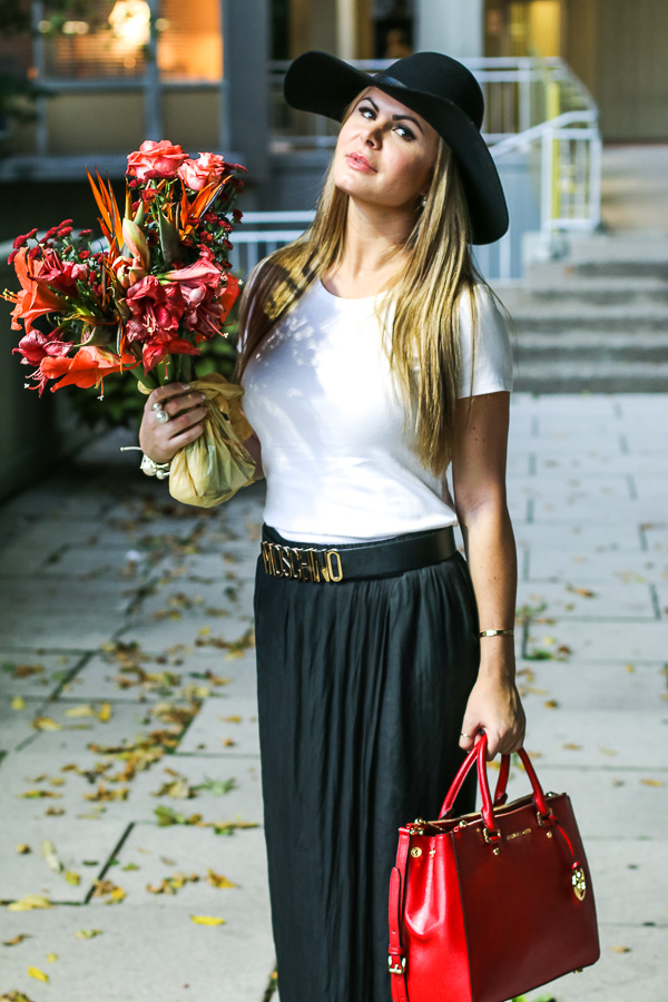 Boho chic style with hat and flowers