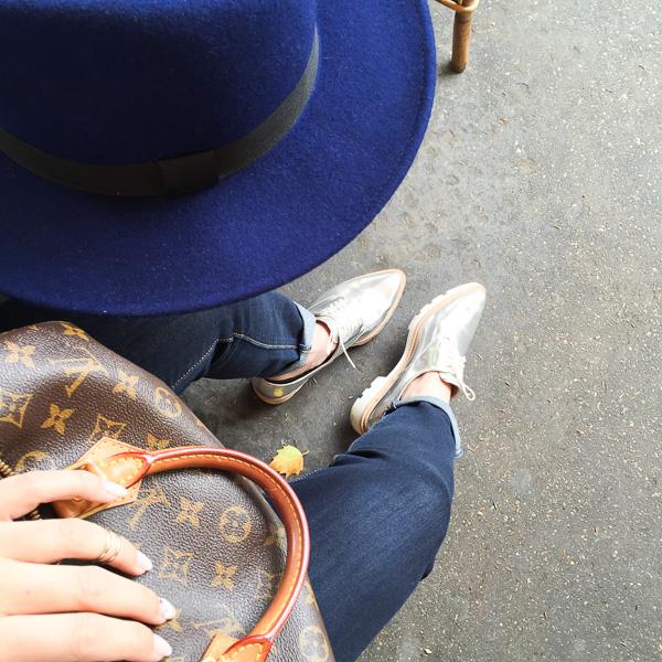 Jeans_whiteshirt_hat_eiffeltower-19