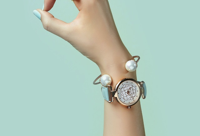 Folli Follie new watch gift guide by glamourim.com