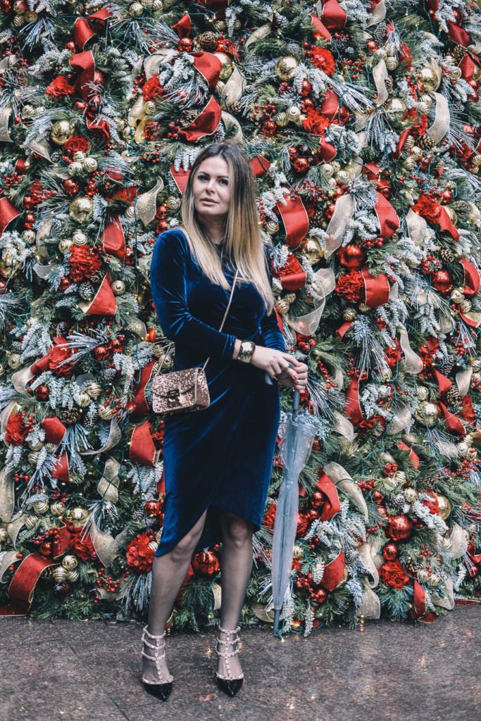Lifestyle Hilma of glamourim wearing velvet dress Furla metropoli glitter and velentino shoes