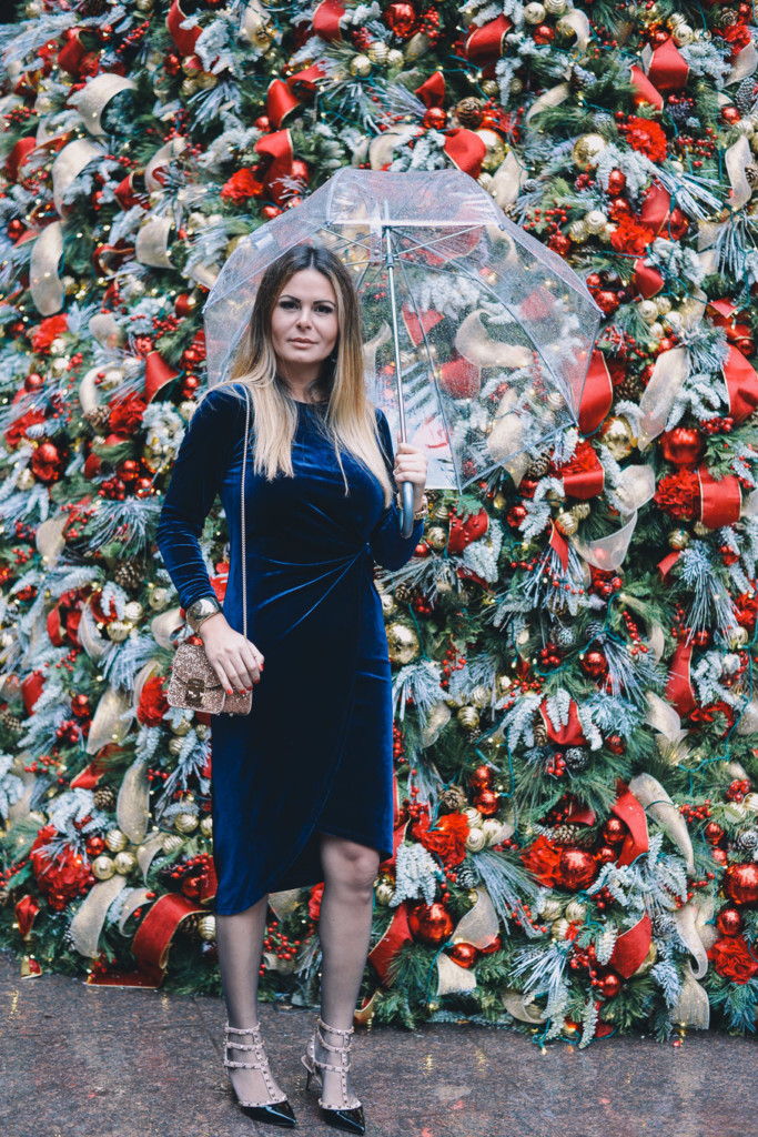 Lifestyle blogger Hilma of glamourim wears Velvet blue dress for Christmas in NYC
