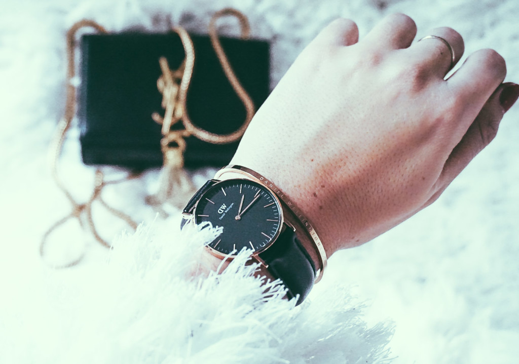 Hilma lifestyle blogger styling her Daniel Wellington Watches