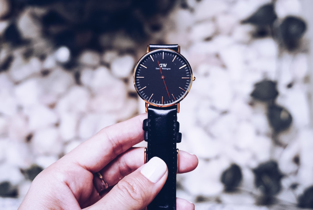 Hilma lifestyle blogger show the perfect gift Daniel Wellington Watche for valentine's day