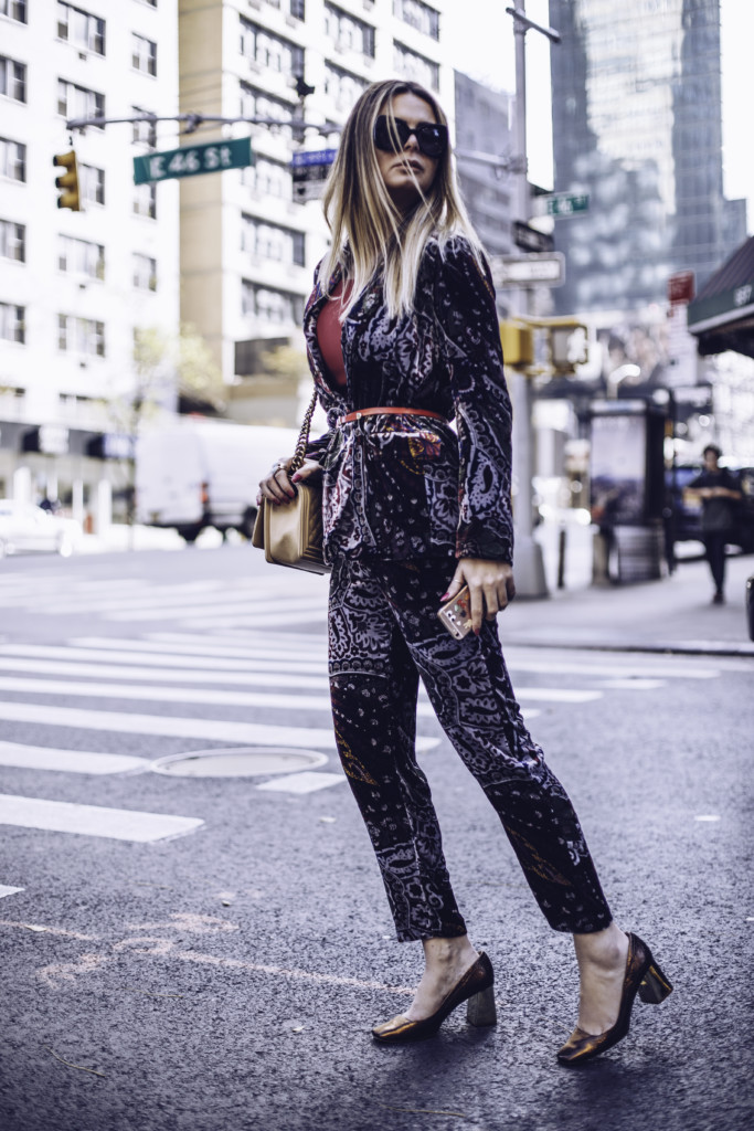 Hilma lifestyle blogger shows how to rock the Zara matching velvet printed blazer and trousers by glamourim.com