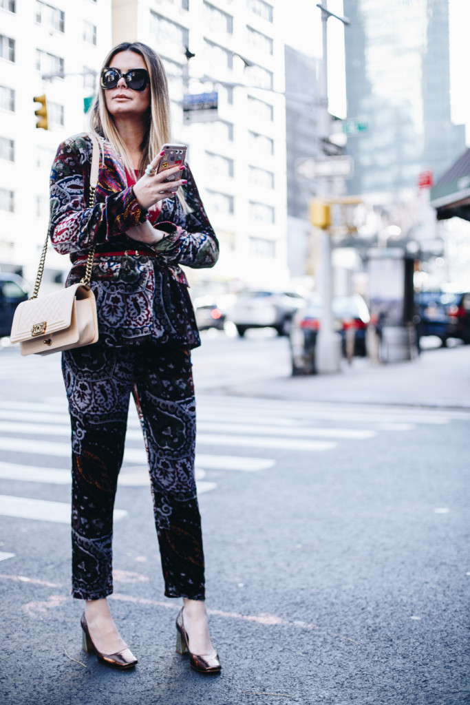 how to rocke the velvet trend by hilma from glamourim.com