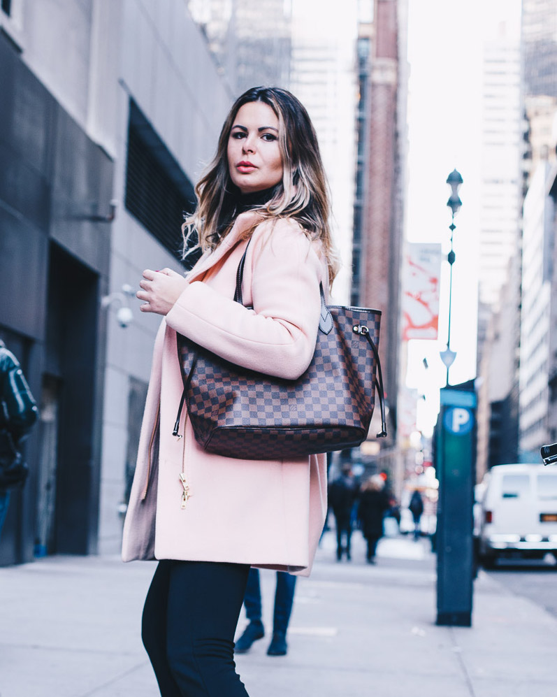 hilma lifestyle blogger all black and dash of pink NYC winter style