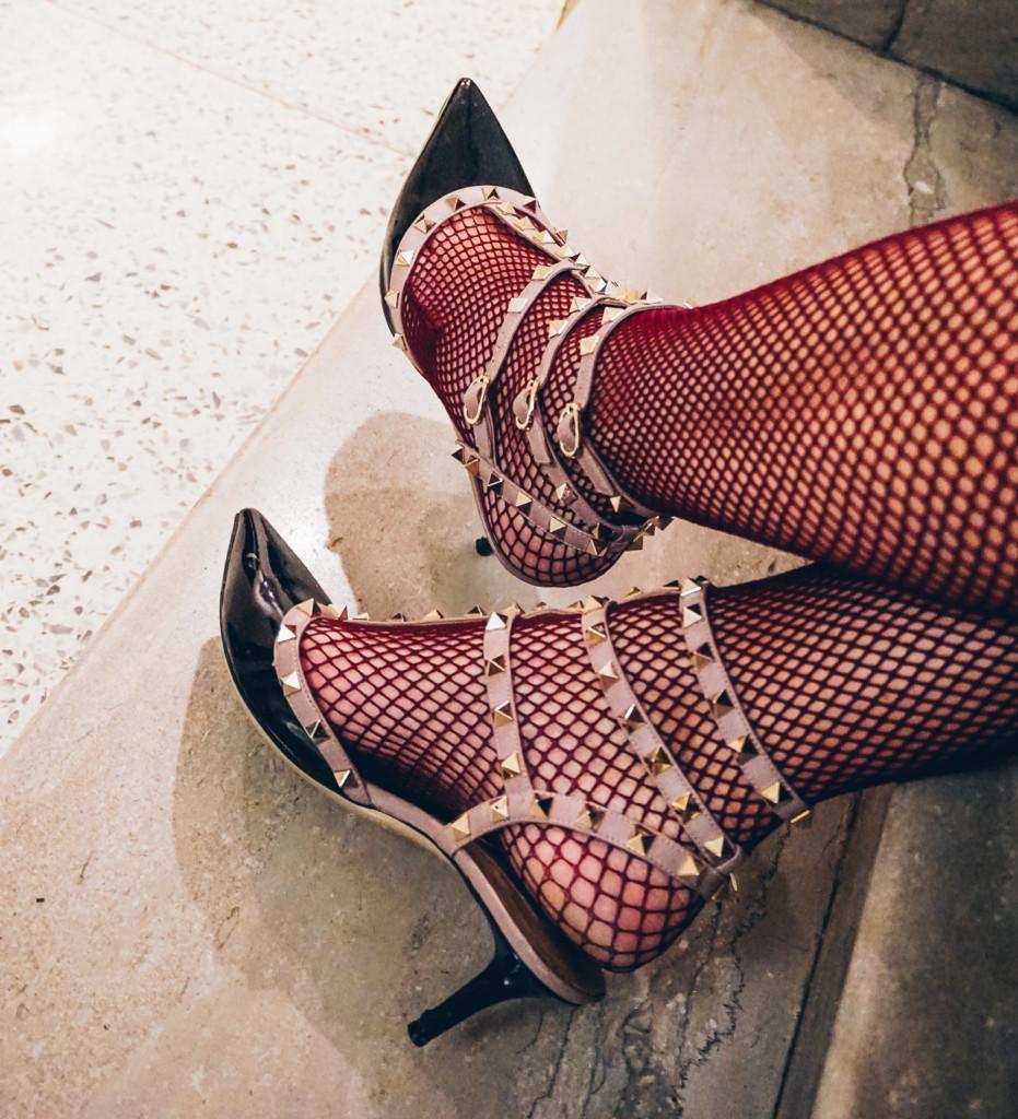 lrg avenue fishnet and roscktuded valentino by glamourim blog