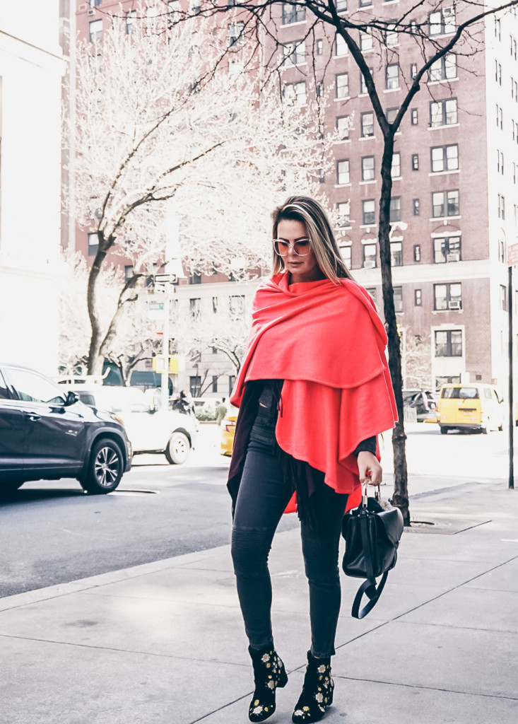 colored shawl to spring street style by glamourim